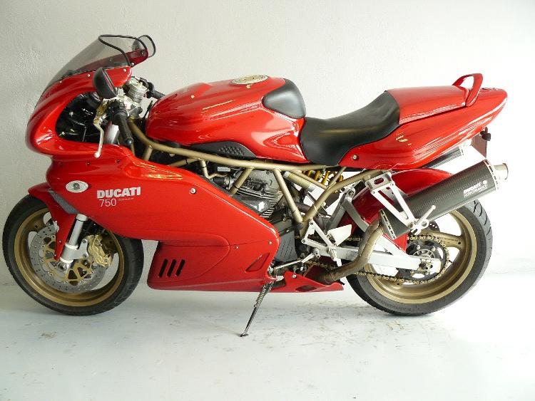 ducati 750 ss ie de 2000 d 39 occasion motos anciennes de collection italienne motos vendues. Black Bedroom Furniture Sets. Home Design Ideas