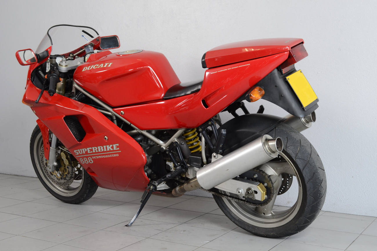 ducati 888 de 1994 d 39 occasion motos anciennes de collection italienne motos vendues. Black Bedroom Furniture Sets. Home Design Ideas