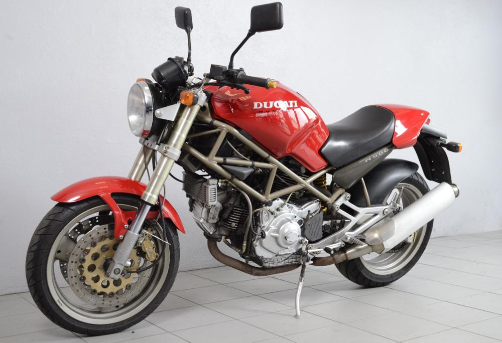 ducati 900 monster de 1995 d 39 occasion motos anciennes de collection italienne motos vendues. Black Bedroom Furniture Sets. Home Design Ideas