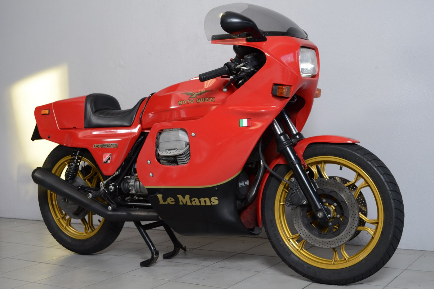 guzzi le mans moto bel 39 de 1983 d 39 occasion motos anciennes de collection italienne motos vendues. Black Bedroom Furniture Sets. Home Design Ideas
