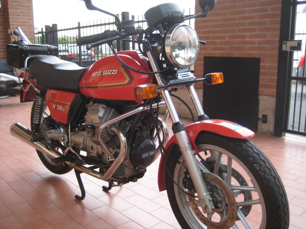 moto guzzi v50 iii de 1982 d 39 occasion motos anciennes de. Black Bedroom Furniture Sets. Home Design Ideas