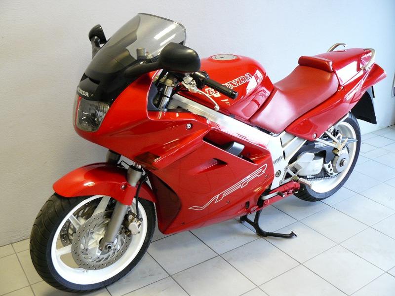 honda 750 vfr carat de 1991 d 39 occasion motos anciennes de collection japonaise motos vendues. Black Bedroom Furniture Sets. Home Design Ideas