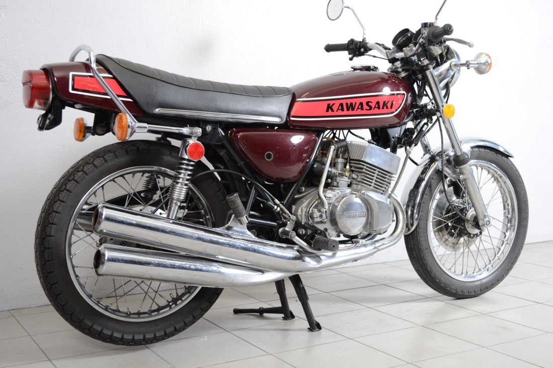 kawasaki 400 s3 de 1974 d 39 occasion motos anciennes de collection japonaise motos vendues. Black Bedroom Furniture Sets. Home Design Ideas