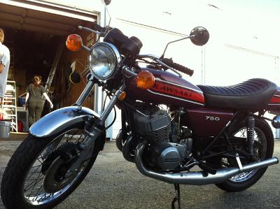 kawasaki 750 h2 de 1975 d 39 occasion motos anciennes de collection japonaise motos vendues. Black Bedroom Furniture Sets. Home Design Ideas