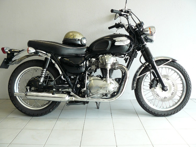 kawasaki w 650 de 2000 d 39 occasion motos anciennes de collection japonaise motos vendues. Black Bedroom Furniture Sets. Home Design Ideas