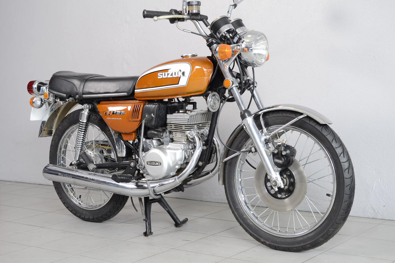 suzuki 125 gt de 1974 d 39 occasion motos anciennes de collection japonaise motos vendues. Black Bedroom Furniture Sets. Home Design Ideas