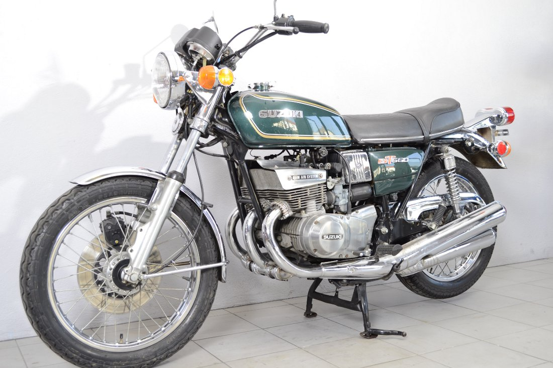 suzuki gt 550 de 1976 d 39 occasion motos anciennes de collection japonaise motos vendues. Black Bedroom Furniture Sets. Home Design Ideas