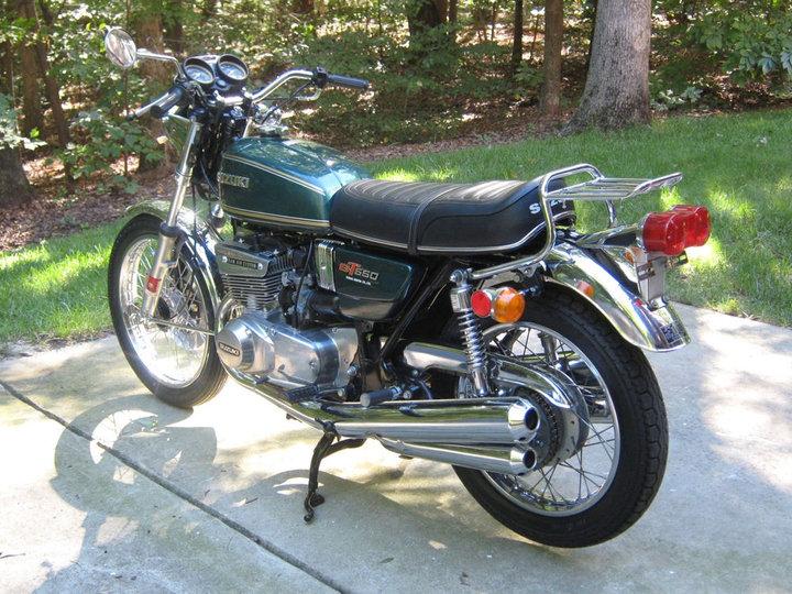 suzuki 550 gt de 1976 d 39 occasion motos anciennes de collection japonaise motos vendues. Black Bedroom Furniture Sets. Home Design Ideas