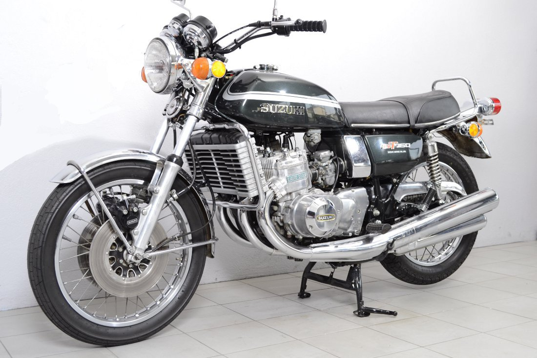 suzuki gt 750 de 1974 d 39 occasion motos anciennes de collection motos vendues. Black Bedroom Furniture Sets. Home Design Ideas