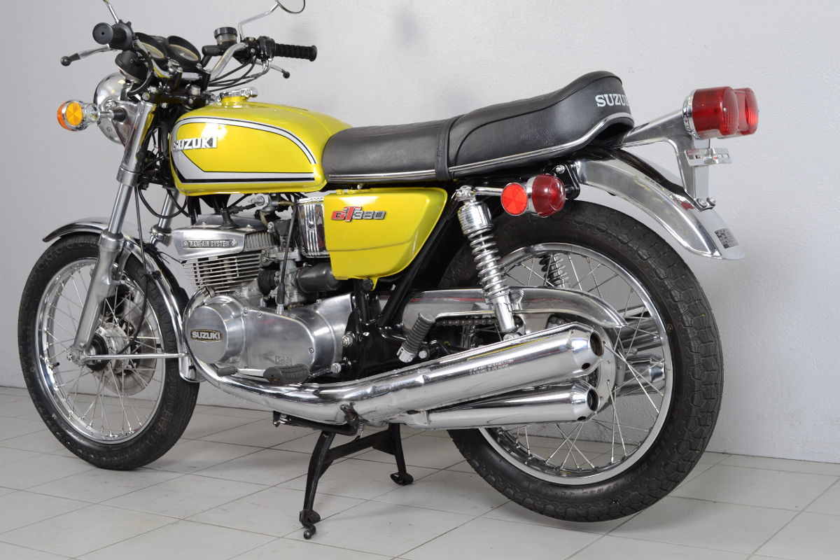 suzuki gt 380 de 1974 d 39 occasion motos anciennes de collection japonaise motos vendues. Black Bedroom Furniture Sets. Home Design Ideas
