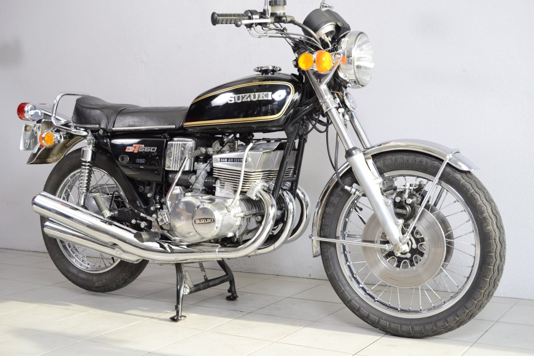 suzuki 550 gt de 1976 d 39 occasion motos anciennes de collection motos vendues. Black Bedroom Furniture Sets. Home Design Ideas