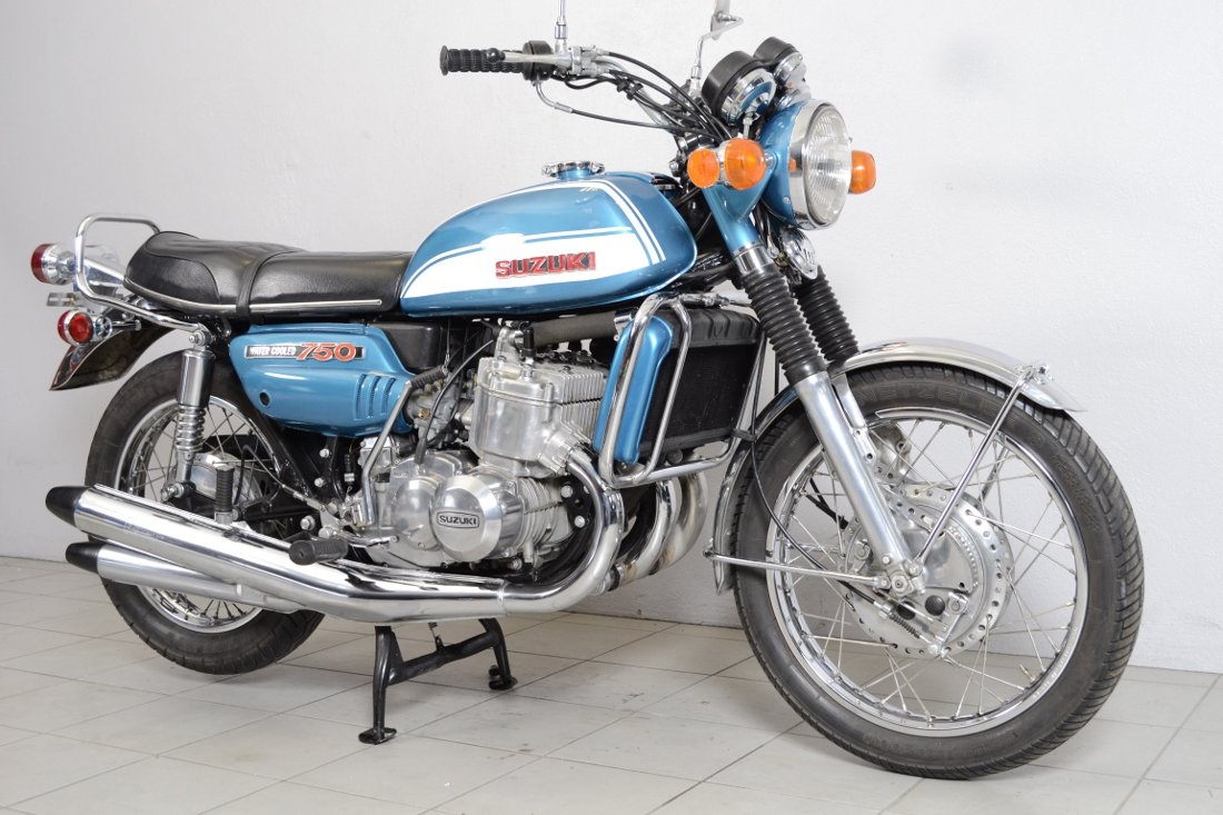 suzuki gt 750 type j de 1972 d 39 occasion motos anciennes de collection japonaise motos vendues. Black Bedroom Furniture Sets. Home Design Ideas
