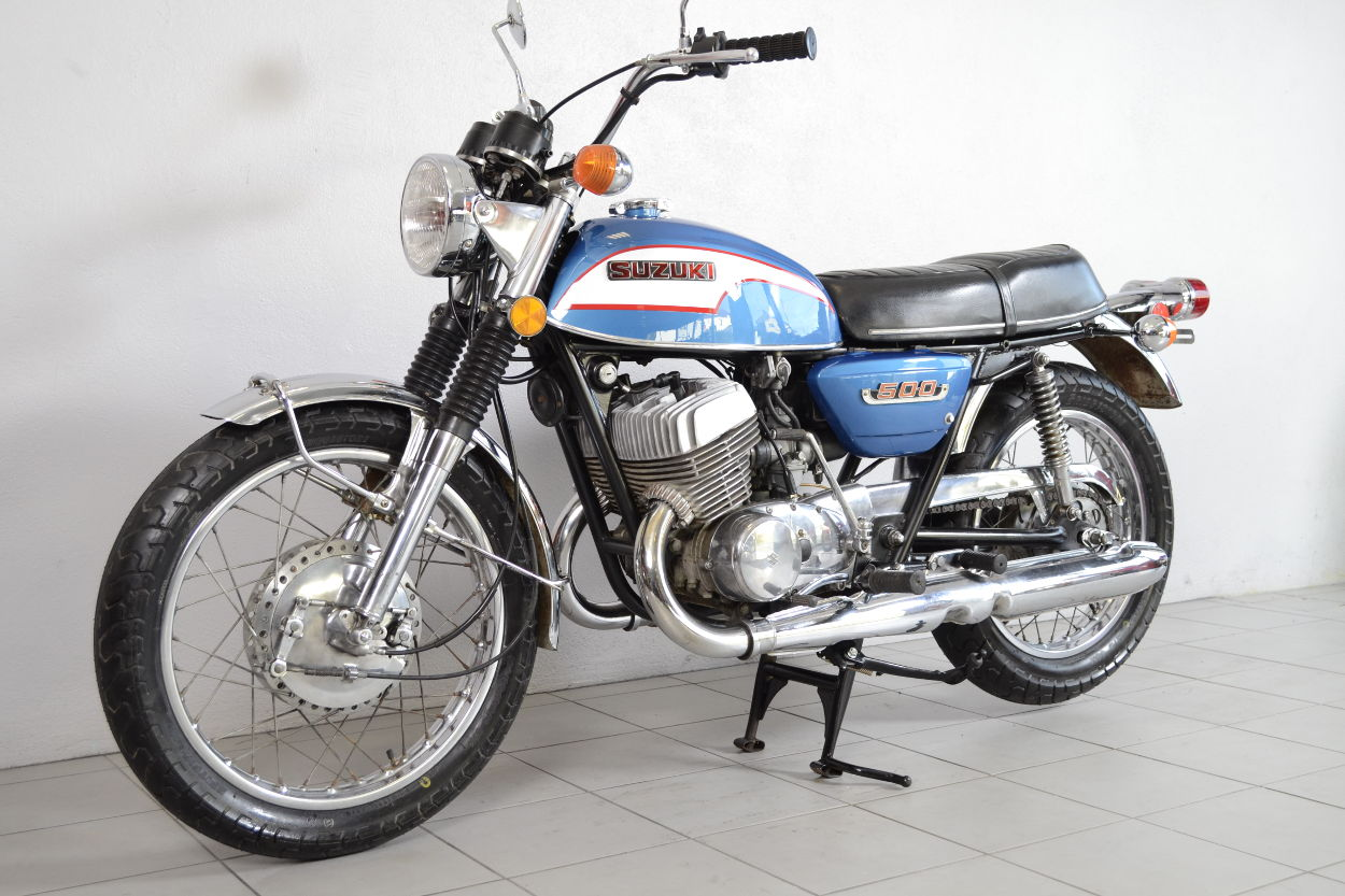 suzuki t500 de 1973 d 39 occasion motos anciennes de collection japonaise motos vendues. Black Bedroom Furniture Sets. Home Design Ideas