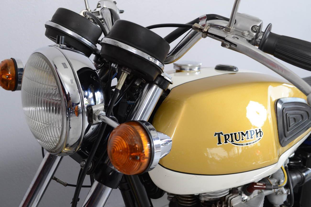 triumph bonneville t120 r de 1972 d 39 occasion motos anciennes de collection anglaise motos. Black Bedroom Furniture Sets. Home Design Ideas