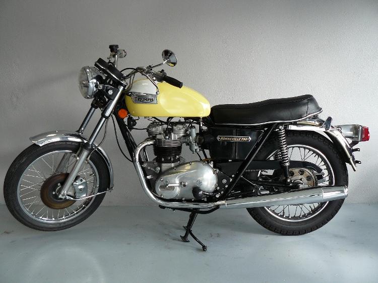 triumph t140v de 1976 d 39 occasion motos anciennes de collection anglaise motos vendues. Black Bedroom Furniture Sets. Home Design Ideas