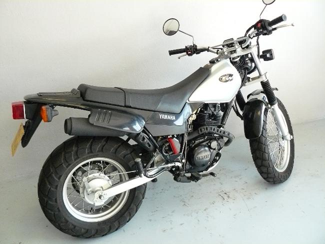 occasion moto 125 tw yamaha. Black Bedroom Furniture Sets. Home Design Ideas